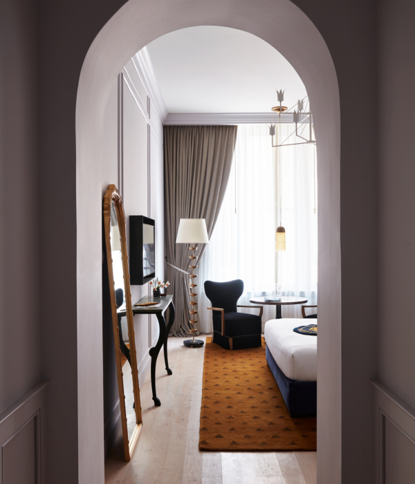 Entryway to resplendent hotel suites at Maison de la Luz; boutique hotels New Orleans