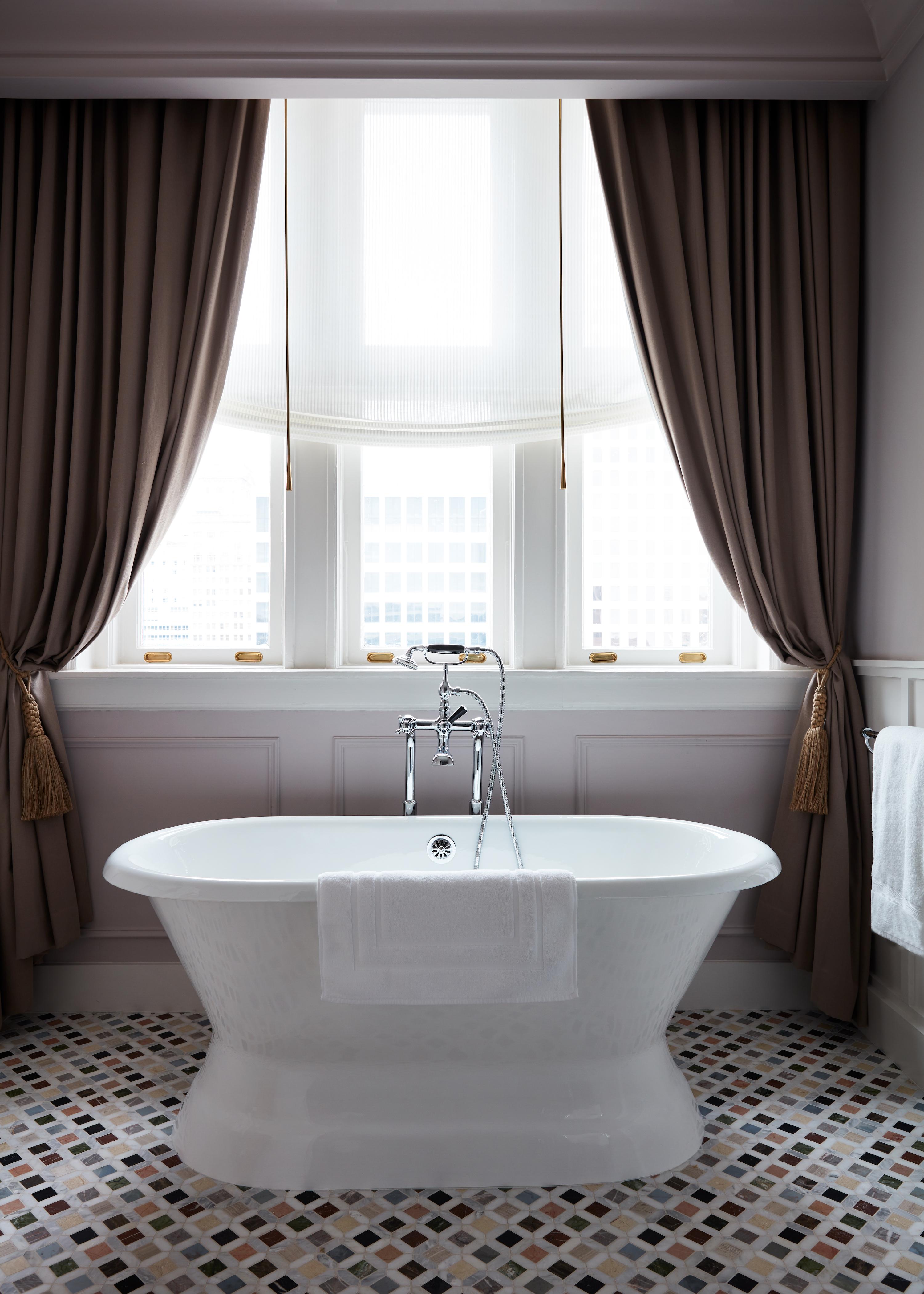Deluxe Studio Suite Bathroom
